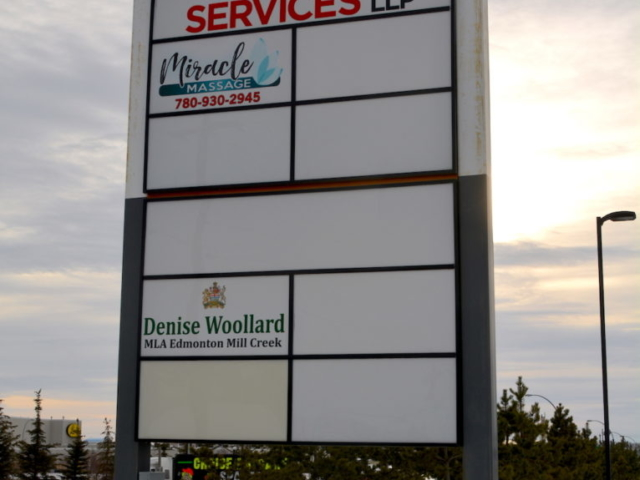 Pylon Sign - Miracle Massage by LED Pros
